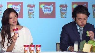 getlinkyoutube.com-深田恭子も苦笑い… ムロツヨシが新発見!「マンゴーとブロッコリーは同時に食べたらダメ」「ケロッグ 飲む朝食 フルーツグラノラ」新CM発表会3