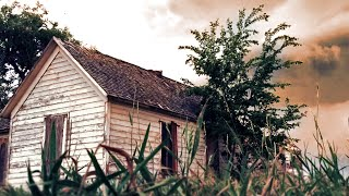 getlinkyoutube.com-Abandoned house left untouched for 50 years. You won't believe whats inside.