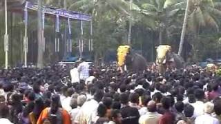 getlinkyoutube.com-Mangalamkunnu Karnan Vs Chulliparambil Vishnushanker at Chakkumarassery Thalapokkamalsaram Part 1