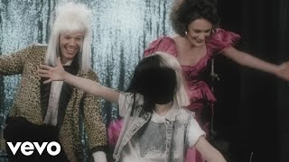 getlinkyoutube.com-Sia - Move Your Body (Single Mix) [Lyric]