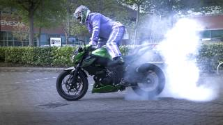 getlinkyoutube.com-Kawasaki Z300 Extreme Stunt Parking With Bellboy Bowers!