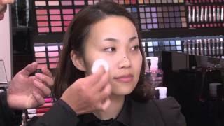 getlinkyoutube.com-【公式】shu uemura 独創性に機能を伴う凄腕スポンジ ベースメイク編 VOGUE BEAUTY AWARD - ISETAN Beauty by IPn