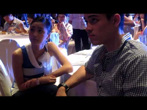 KimXi (Kim Chiu & Xian Lim) were instructed about the games :)