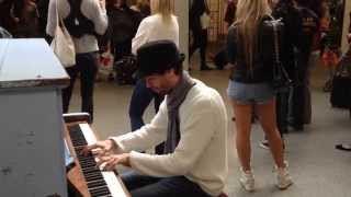 getlinkyoutube.com-Amazing Street Piano in St Pancras station - Coldplay Medley and a Hot Pair of Legs!