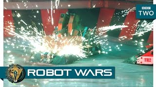 getlinkyoutube.com-Robot Wars: Grand Finale 2016 Battle Recaps - BBC Two