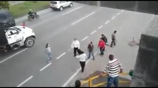 A golpes y machetazos se enfrentan conductores de buses  en Bogotá