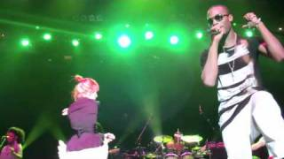 "getlinkyoutube.com-B.o.B & Hayley Williams ""Airplanes"" 1st Real Performance together in Nashville"
