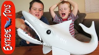 getlinkyoutube.com-Playing Sharky's Diner. And Making the Shark Toy Throw Up!