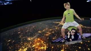 getlinkyoutube.com-PSY - GANGNAM STYLE and Elevator Guy - in SPACE!!!