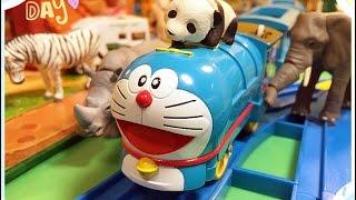 getlinkyoutube.com-【トミカ プラレール】ドラえもん機関車タカラトミー『タカラ』 @ アニア サファリ パーク 01600 jp-c