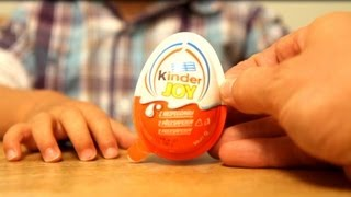 getlinkyoutube.com-Kinder Joy Toy - Opening the Egg - Video - Kinder Merendero - Con Sorpresa​​​