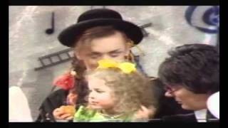 getlinkyoutube.com-Culture Club on Saturday Superstore 1983 pt2 with 3 yr old Natalie Casey