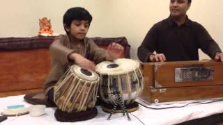 getlinkyoutube.com-Amazing kid playing tabla salek1985