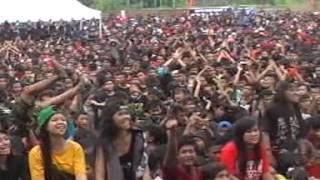 getlinkyoutube.com-Endank Soekamti - PEJANTAN TAMBUN - Live Ndayu Park 2014