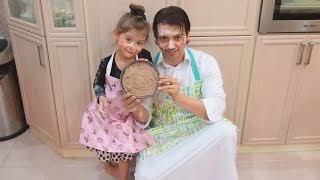 getlinkyoutube.com-أب يطبخ كيكة مع بنته ويحرقها!