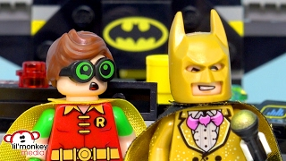 LEGO Batman Movie - Batcave Break-in, Catwoman Catcycle Chase and Blind Bags!!