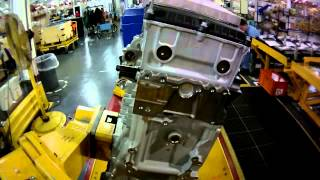 getlinkyoutube.com-Detroit Diesel DD15 assembly line hyperlapse