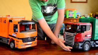 getlinkyoutube.com-Zach the Garbage Truck Bruder Rear Loader Scania v's Mercedes