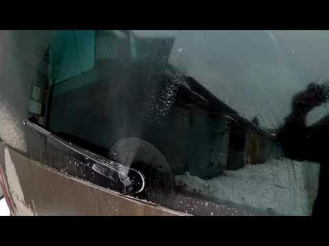 Веерная форсунка на заднем стекле Skoda Yeti
