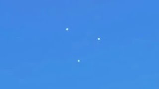 getlinkyoutube.com-Daylight GIANT Triangle UFO flying in Clear Sky, Jan 2014