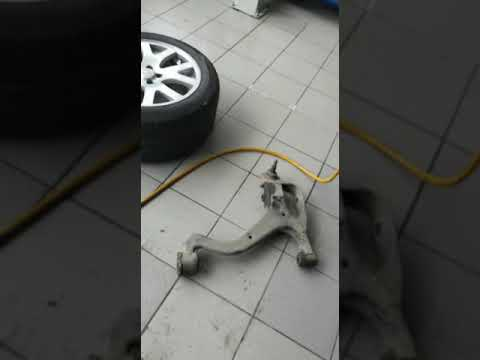 Рендж ровер спорт Стуки в подвеске, замена задних сайлентблоков передних рычагов, ремонт рулевой рей