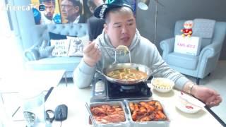 getlinkyoutube.com-BJ김여포//김장김치에 소소하게 라면3개+만두15개+밥=흔한혼밥