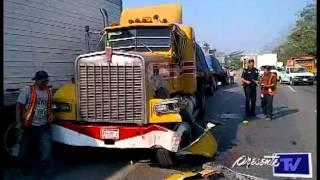 getlinkyoutube.com-Imprudente trailero provocó accidente sobre la carretera Cárdenas-Villahermosa.
