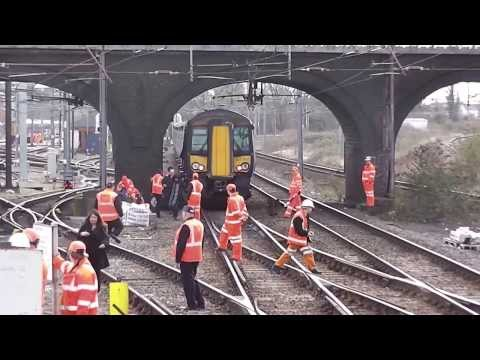 Pantograph strike at Bedford 05/03/14