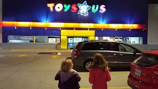 getlinkyoutube.com-Toys 'R' Us Shopping Spree donated to Toys For Tots!