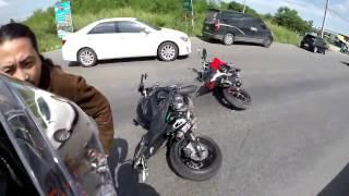 getlinkyoutube.com-Kawasaki Z800 vs Ducati Hyperstrada
