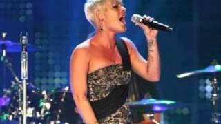 getlinkyoutube.com-Pink Singing- Whataya Want From Me