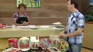 getlinkyoutube.com-ARTE BRASIL - MAMIKO YAMASHITA - DÉCOUPAGE EM PRATO TRANSPARENTE (16/11/2011)