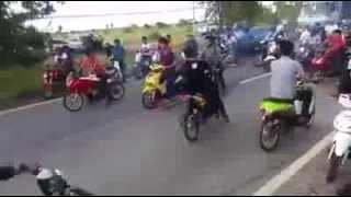 getlinkyoutube.com-ไล่ฟันเด็กแว้น ปิดถนน (9 พ.ย. 57)