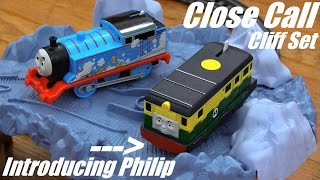 getlinkyoutube.com-Thomas & Friends: All New Trackmaster Philip and Close Call Cliff Set Unboxing and Playtime