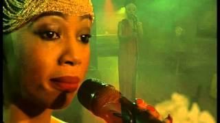 getlinkyoutube.com-Kelly Khumalo performs 'Asine' LIVE!