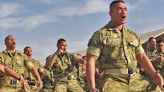 getlinkyoutube.com-【地球最強の民】トンガ王国海兵隊・戦闘の雄叫び(シピタウ) - Royal Tongan Marines War Cry (Sipi Tau)