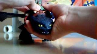 getlinkyoutube.com-How To Train Your Dragon - Firebreathing Night Fury Playset Review