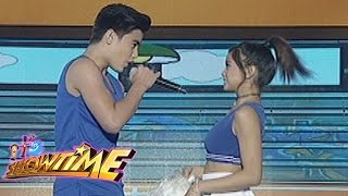 getlinkyoutube.com-It's Showtime: Kilig to the max with BaiLona