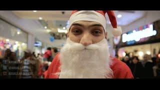 Abdallah lâche un freestyle déguisé en père Noël