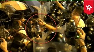 getlinkyoutube.com-Hong Kong occupy central movement: protesters and police violent clash