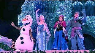 getlinkyoutube.com-Frozen Holiday Wish castle lighting show debut - Elsa, Anna, Olaf, Kristoff at Walt Disney World