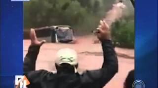 Impressionante: Ônibus é levado pela correnteza em Rolândia