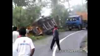 getlinkyoutube.com-Over Loaded Hino Truck Rolled Over .