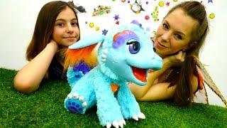 getlinkyoutube.com-НОВИНКА - интерактивная игрушка! Лучшая подружка Вика - что умеет ДРАКОША? Видео про игрушки.