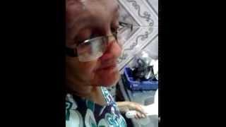 getlinkyoutube.com-Minha vó vendo video da Camilla Uckers