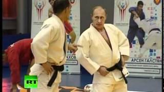 getlinkyoutube.com-'Judo Knight' Putin shows off martial arts skills in wrestling bout