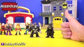 getlinkyoutube.com-Imaginext BATMAN vs. JOKER! Grodd Superman Mind Control + Zoo Animals Escape By HobbyKidsTV