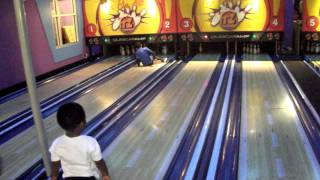 getlinkyoutube.com-TDC TV 2 YEAR OLD BOY ROLLS A STRIKE BOWLING Jan. 1, 2012