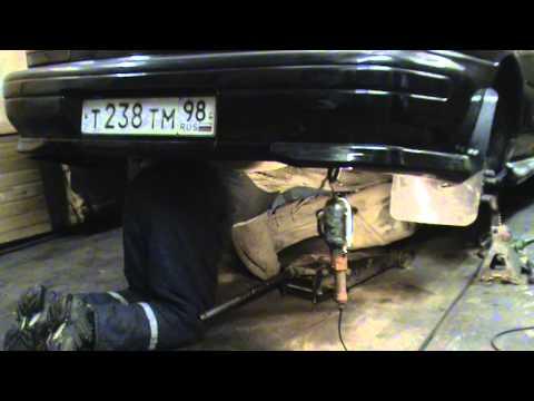 Subaru Impreza GC8. Снятие топливного бака.