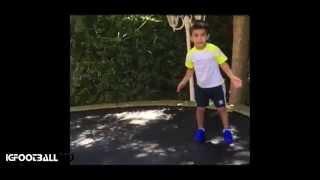 Hijo de Claudio Bravo muestra sus primeras vuelos como arquero • 2